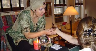 The difference between a clairvoyant and fortune teller